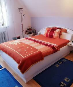 Schönes Zimmer in ländlicher Idylle Stadtnähe