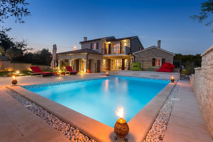 Villa ARTiEN with swimming pool - Baderna - Casa