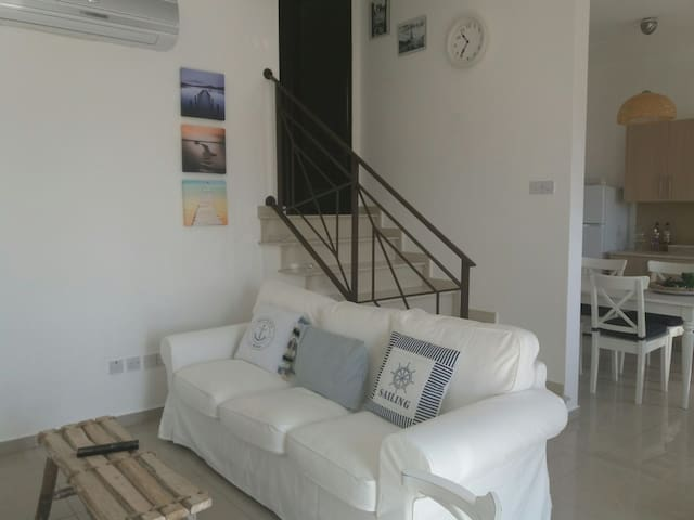 Beautiful sea and mountain view - Oroklini, Larnaca, CY - Apartemen