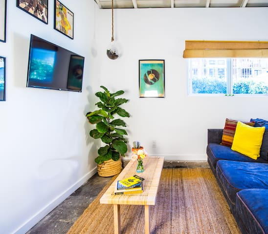 Private Renovated Mar Vista Bungalow Guest House