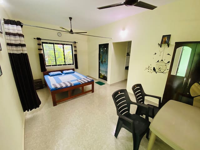 Room for 2 guests 5 mins away from ashwem beach