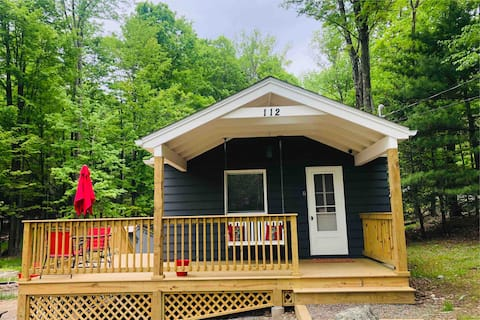 MODERN Cottage just steps from Lake Wallenpaupack