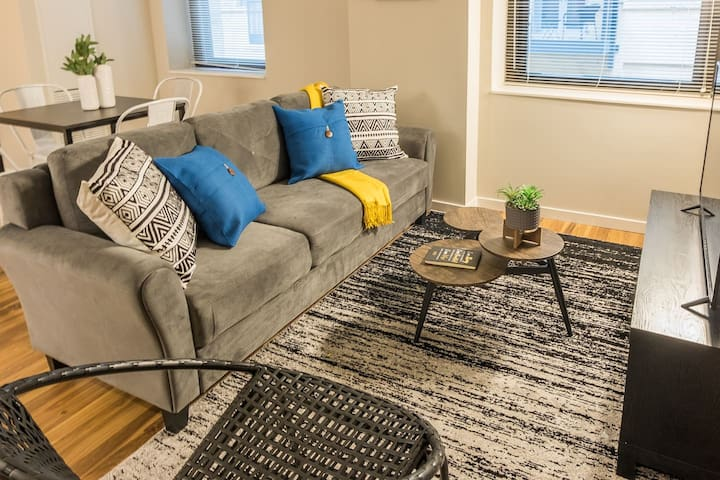 Updated + Chic 2BR Apt in Central Business Dist