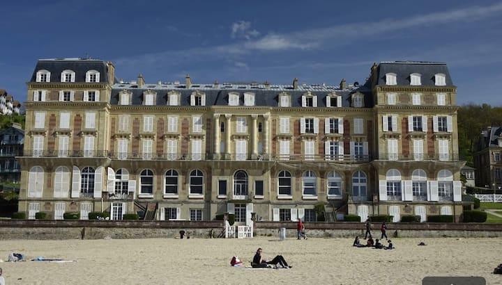 Exceptionel appartement avec terrasse face plage
