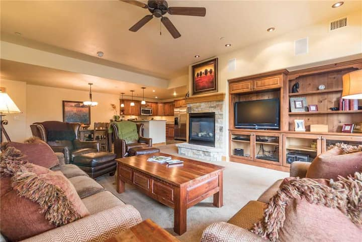 BL6204 Fabulous Getaway, Space for the Entire Family! A/C!