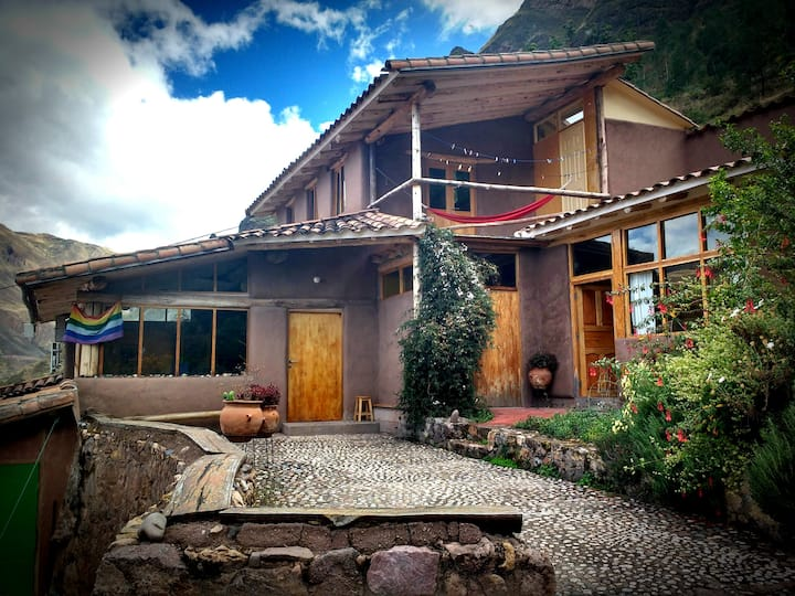 FamilyHouse+GuestSuite in Peaceful Pisac Landscape