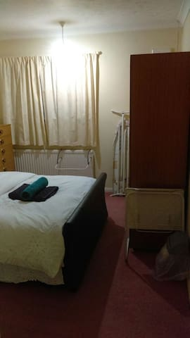 Private Double room in Aveley with free parking