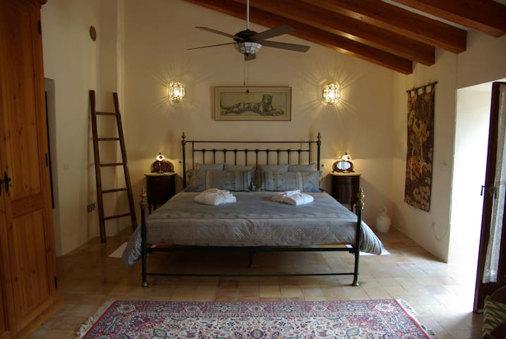 Las Rosas - The Master Suite