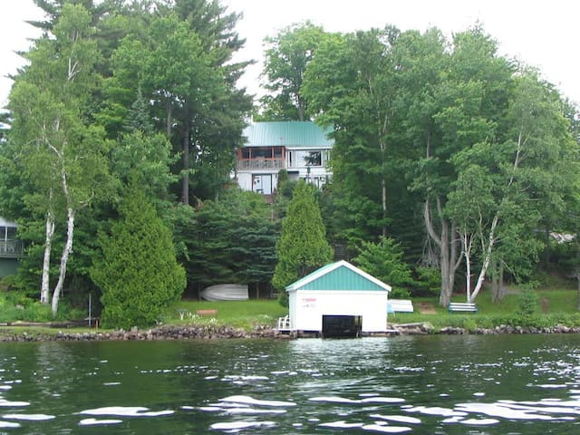Cottage with magnificient view of Lake Louisa, QC - Wentworth