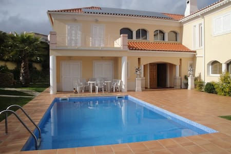 Room in Sintra with swimming pool near golf&tennis