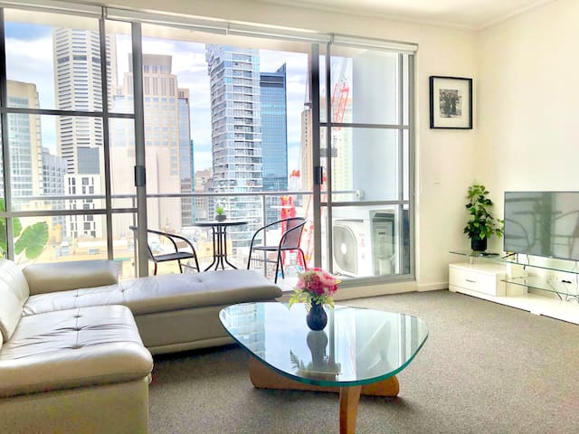 Top location city skyline one bedroom apartment