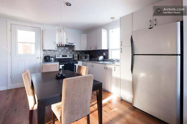 Bel appartement 4 1/2 avec terrasse et verrière - Lévis - Apartment
