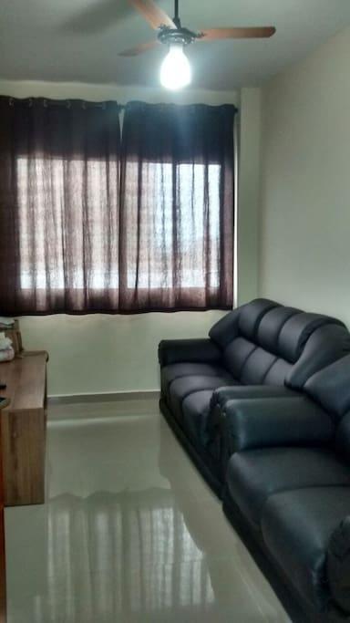 Sala de TV com 2 sofás