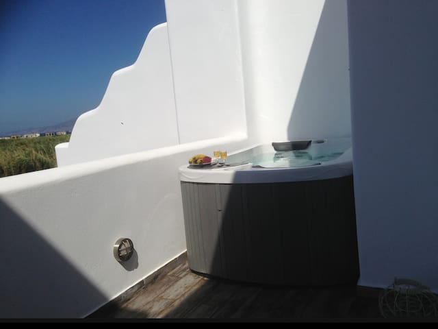 Deluxe villa with pool and Jacuzzi + 1 free car - Plaka - Villa