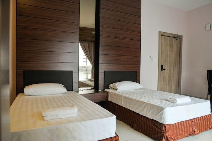 Cloud 9-2 Studio@Aeropod Two single beds room
