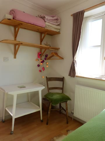2 Simple Rooms, Central Penzance