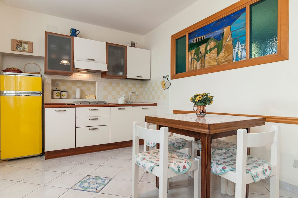 Kitchen room with table and 4 chairs
