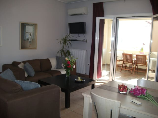 COMFORTABLE AND RELAXING APARTMENT NEAR THE SEA - Perdika - Flat