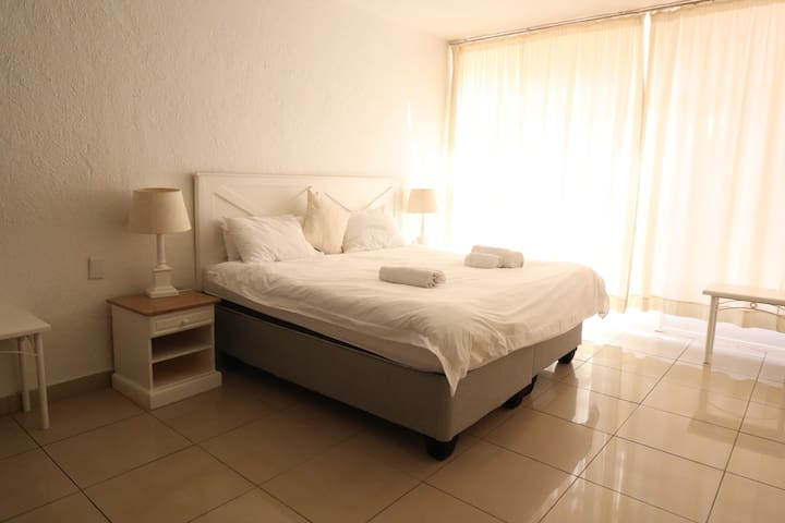 Sandton Apartment (110) - 4.6KMS from Sandton City