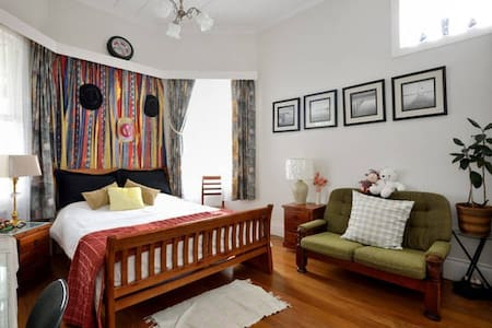 Epsom Villa,  Queen-sized bed room - Auckland - Villa