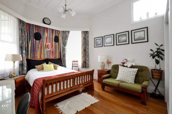 Epsom Villa,  Queen-sized bed room