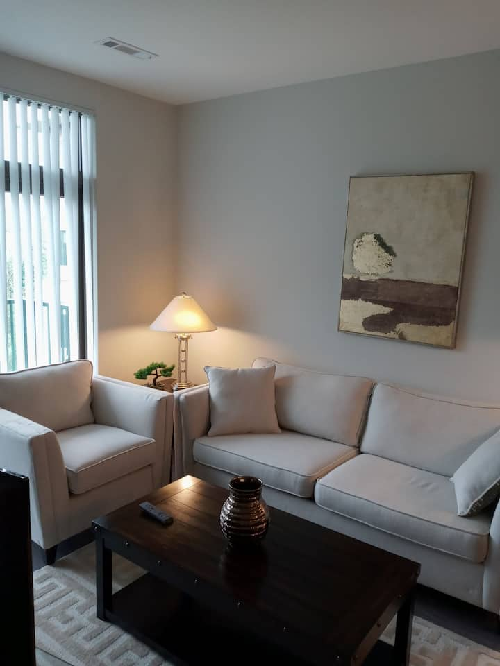Convenient Burlington Luxury Apartment