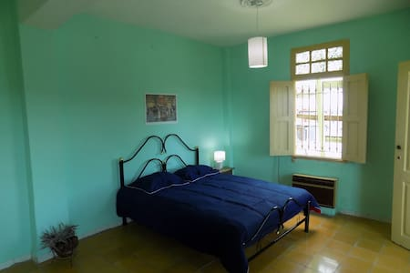 This is the 4th room in the house, we have 4 rooms available in total. It is equipped with AC (air conditioning) and lots of natural light. It has an en suite battront, private and quiet, located in our roof terrace, it has the best view of the neigbourhood. A perfect room for a couple looking for a romantic stay or simply to spend good times in Havana.