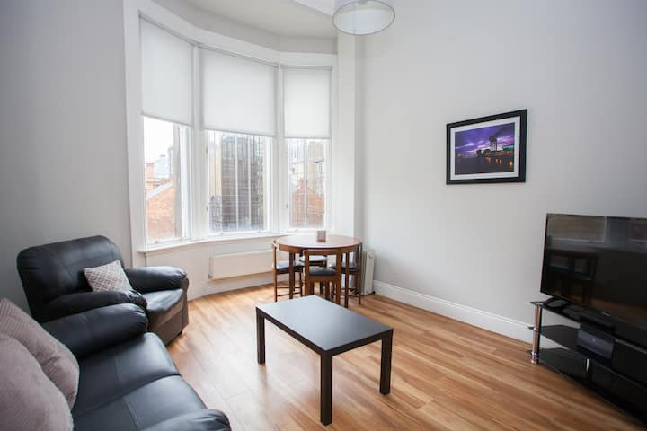 Comfortable 1 Bedroom Apartment in Great Location