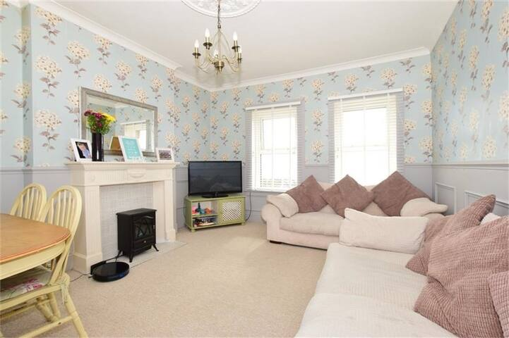 Charming, Recently Renovated Maisonette