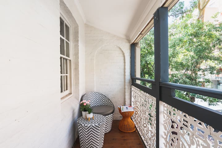 Pyrmont: Private balcony room, Sydney City