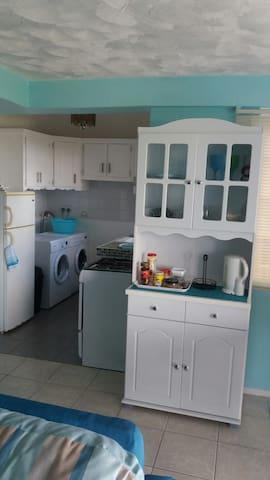 Kitchen/Laundry.