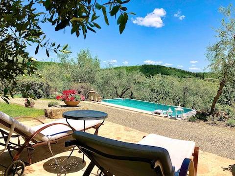 Villa indipendente con giardino e piscina privati.