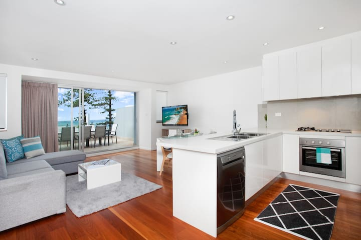 LUXE 8 - Beachfront - Manly - Serviced apartment