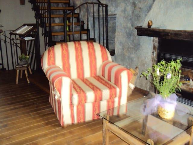casa vacanze immersa nella natura - Mombarcaro - Villa