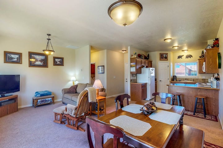 Cozy & centrally located home close to skiing, golf, lakes & town
