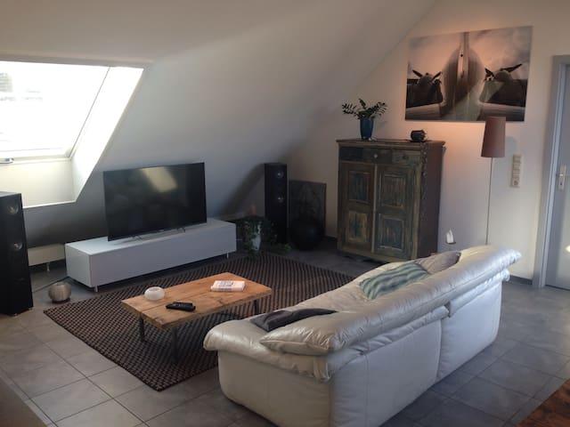 Gemütliche Wohnung für kurzen Aufenthalt - Sindelfingen - Inap sarapan