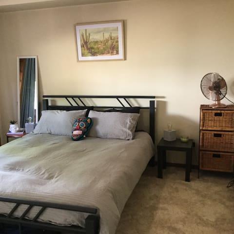 Room in Charming Central Townhouse - Wagga Wagga - Şehir evi