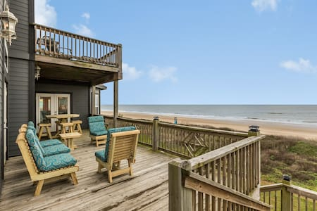 Oceanfront home w/fireplace,deck,gazebo & private balcony, dogs ok-on the beach!