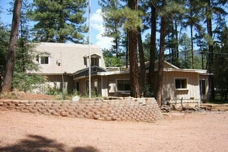 Cool weather cabin retreat in pines - Pine - Chatka