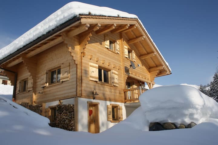 Luxurious Chalet in Le Chinaillon with Sauna