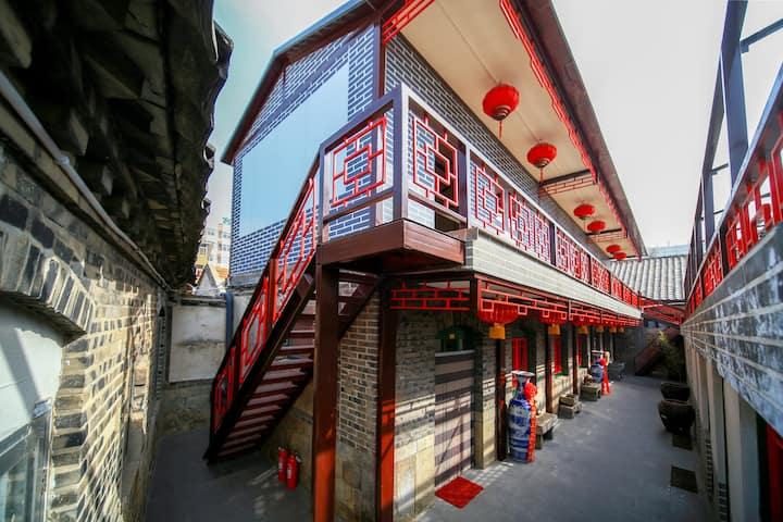 大床房,面向刘公岛的复古风情传统中式装修,山东威海免费接站,栖霞街寿长园民宿民俗客栈