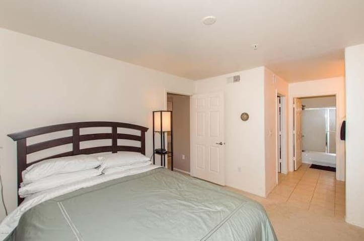 Paradise Valley 2 Bed/2 Bath by WEPA Homes