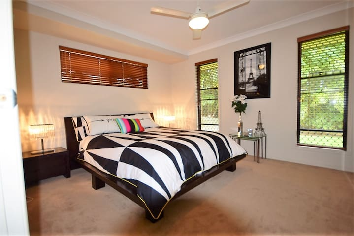 LOVELY Self Contained Homely Flat - BNE/GC 30 Mins - Pimpama