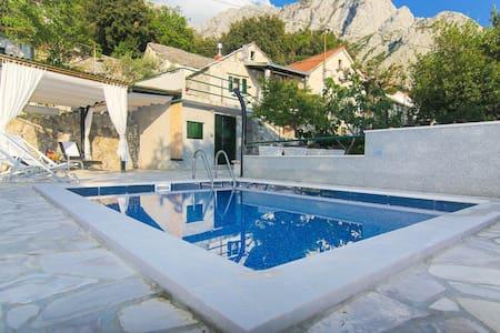 Holiday home Vintage w/ pool - Baška Voda