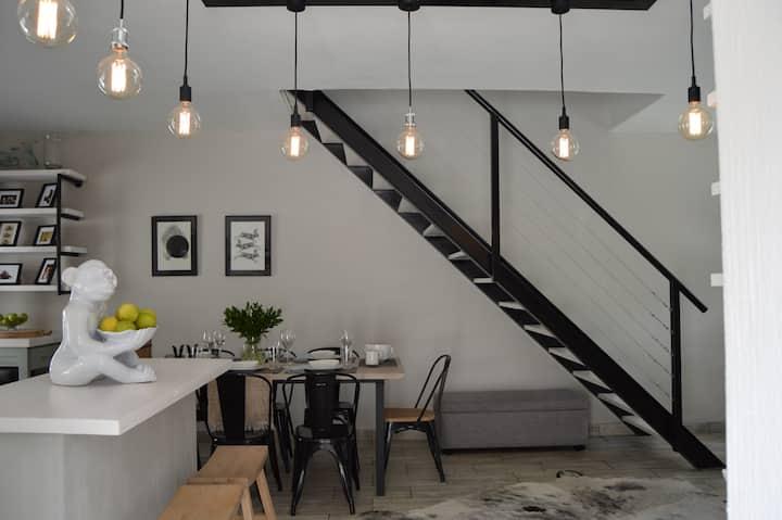 Trendy Luxury Apartment in the Heart of Fourways