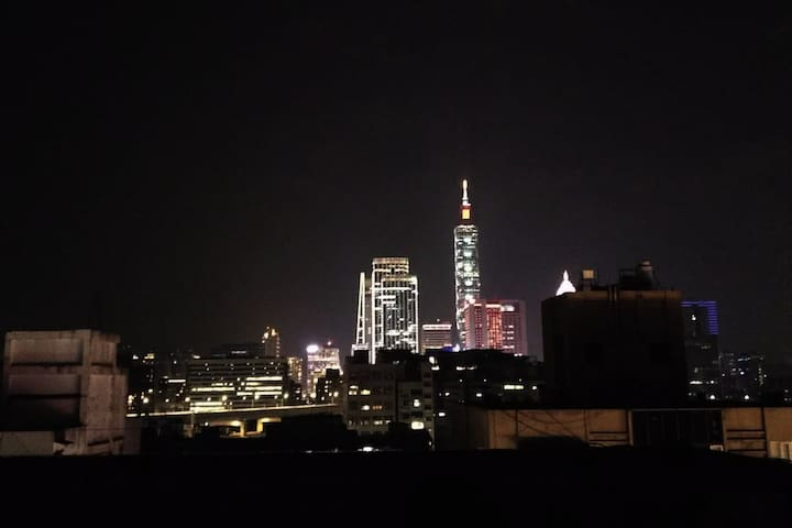 Roof top balcony for you to have the best view of Taipei 101 tower