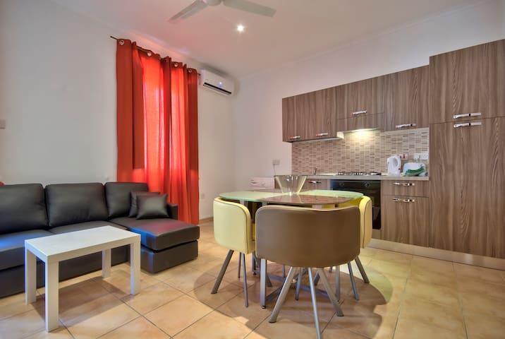 Cosy Sliema Apartment