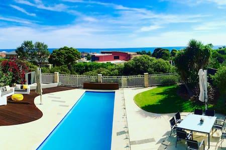 Ocean Views, Walks, Marina and a Luxury Mansion! - Mindarie - Rumah