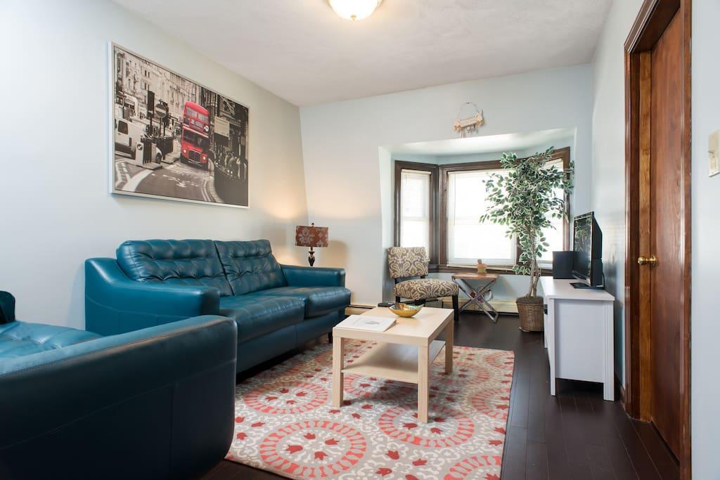2 Bedroom Condo Near Subway Park Beach 26V Condominiums For Rent I