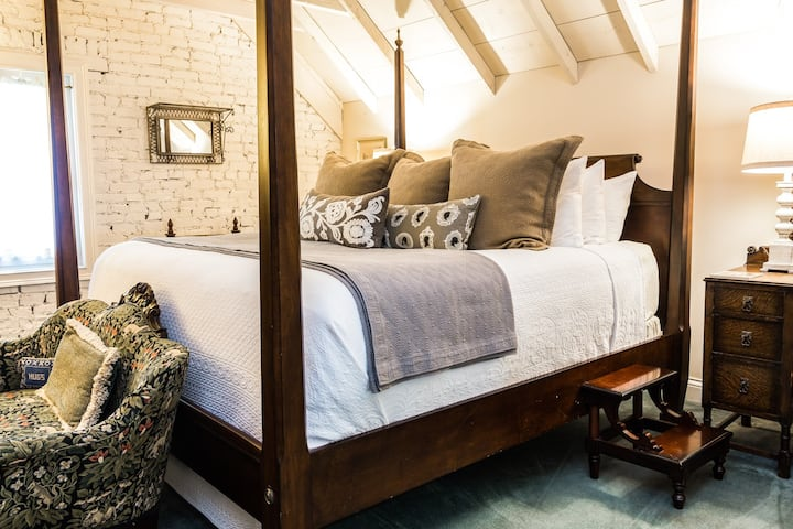 Attic Suite - Inn at Woodhaven